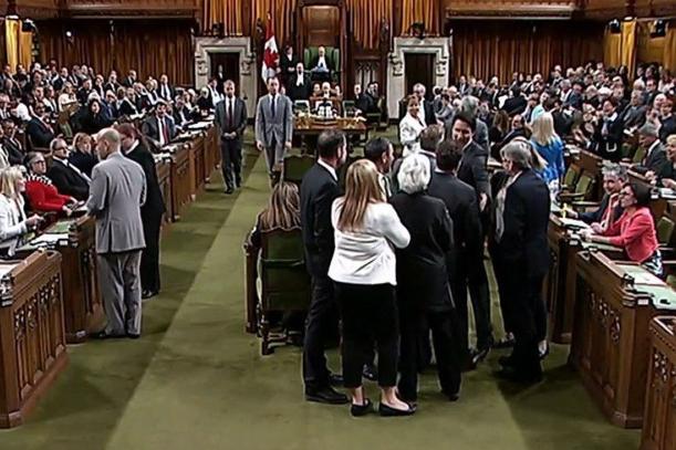 Coup de coude - Trudeau